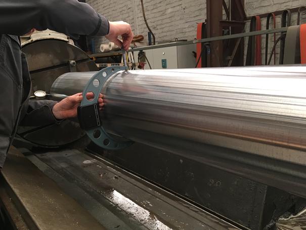 Permet d'assurer des dimensions et des formes précises au cylindre avant et après chromage dur et pendant la rectification cylindrique.